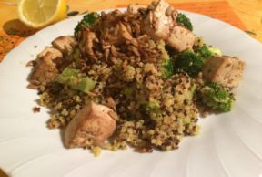 Wok di broccoli e quinoa con tofu e semi di girasole